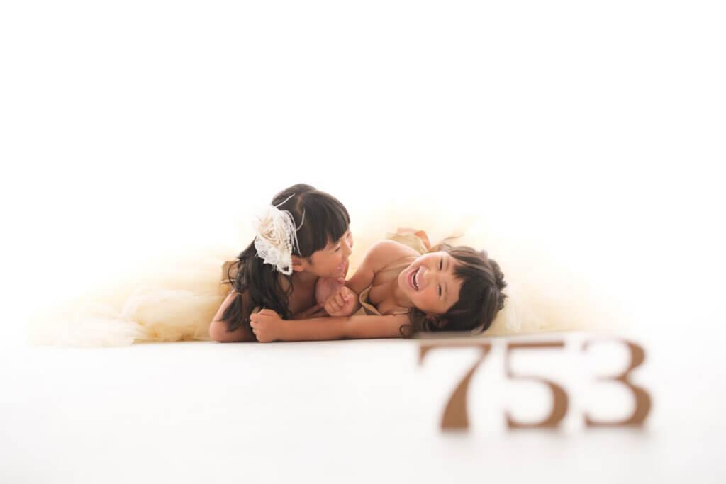 七五三ドレス姿の姉妹福津市の写真館イナバフォトスタジオ
