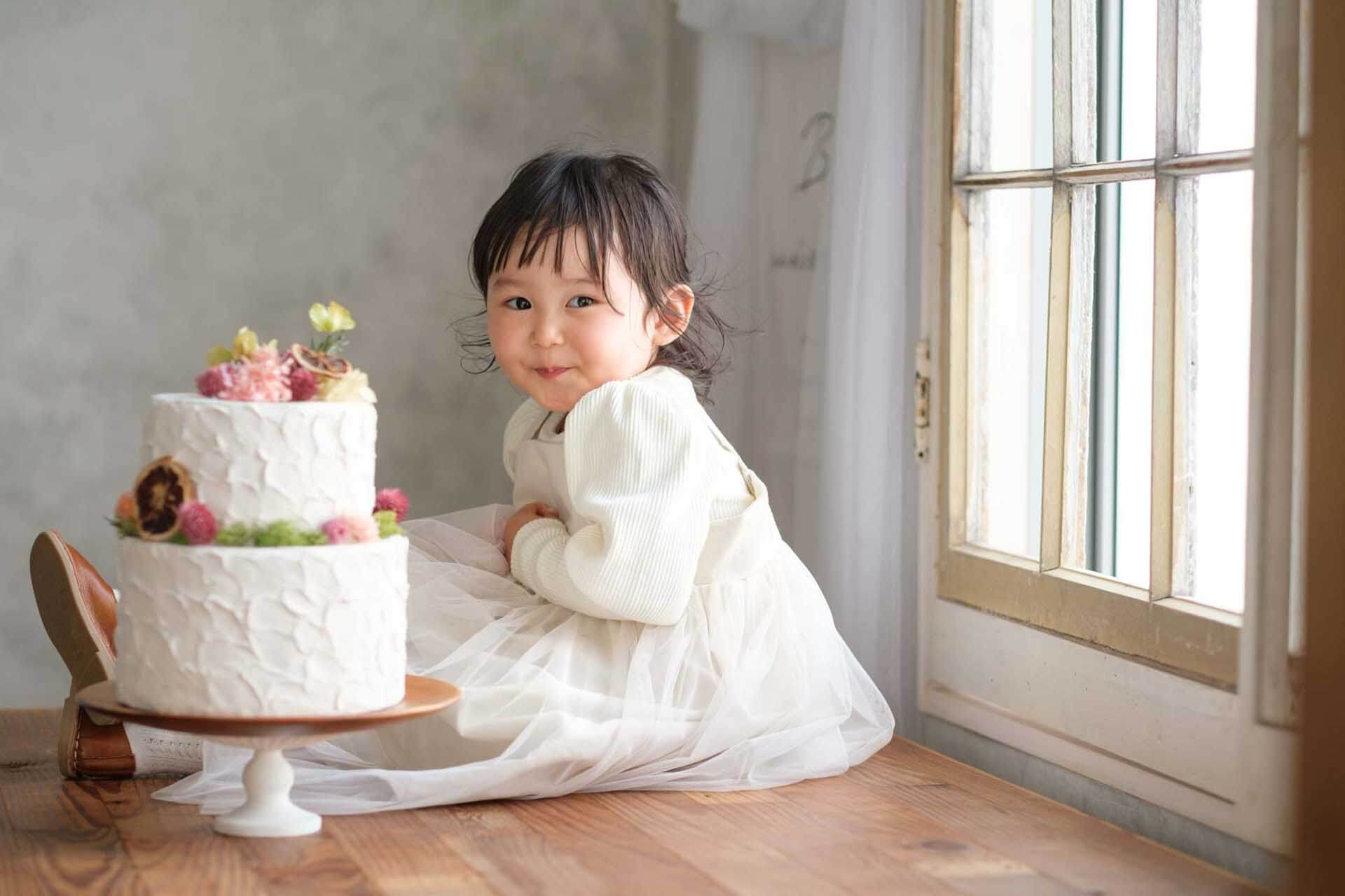 ケーキと一緒にバースデーフォト